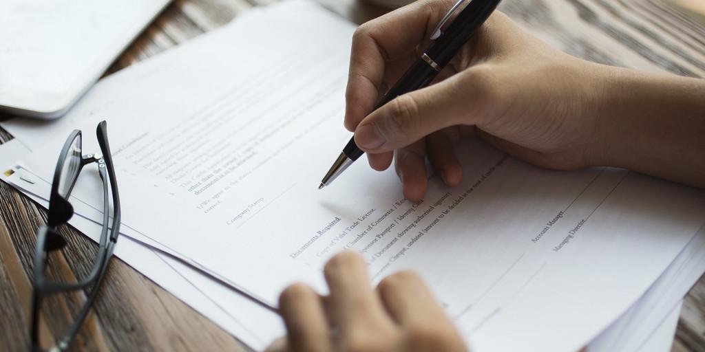Imagem pessoa estudando para Concurso Público - MCA Concursos